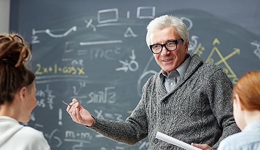Professore a lezione in classe